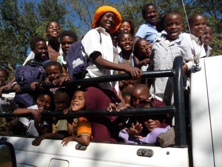 Lapalala kindjes komen terug van school