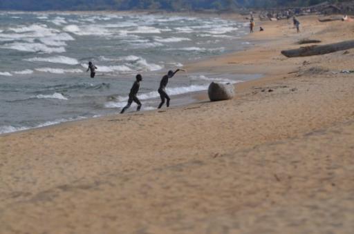 3 Bath time Kande Beach
