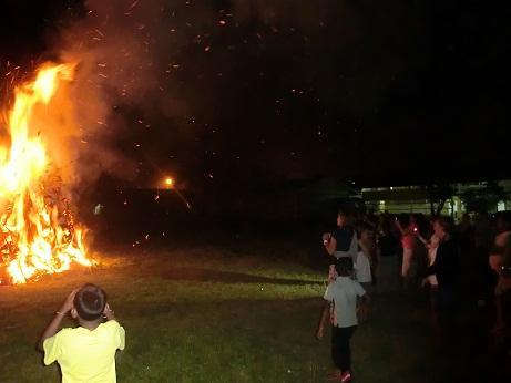 Holika verbranding bij het kinderhuis