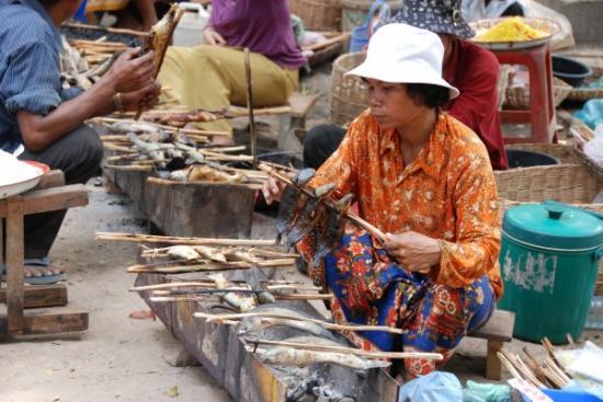 Women sells fish
