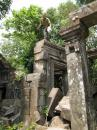 Top of the Beng Mealea temple pillars