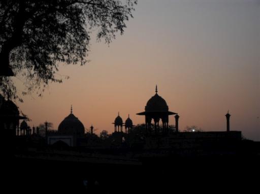 sunset outside of Taj Mahal