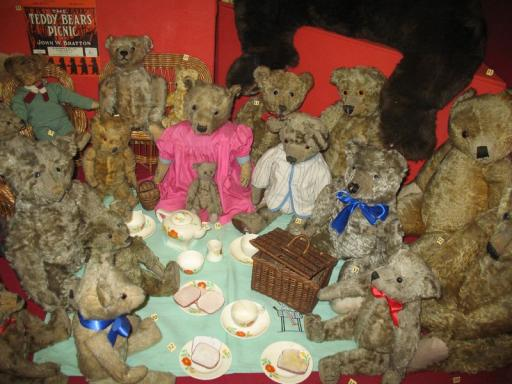 Museum of Childhood - teddy bear's picnic