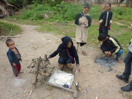 Making cotton in a Lenten and Hmuong village