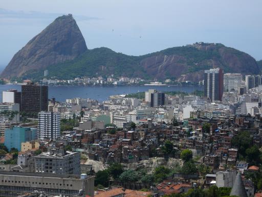 Favelas treffen auf moderne Stadt