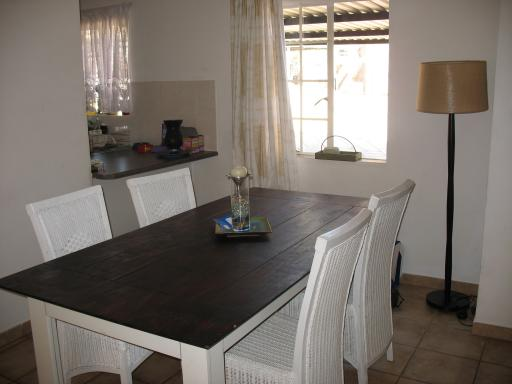 ...and the dinning area :)